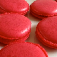 Zuckersüße rote Macarons