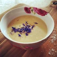 Perfekt im kalten Winter  - Eine schnelle vegane Selleriecremesuppe